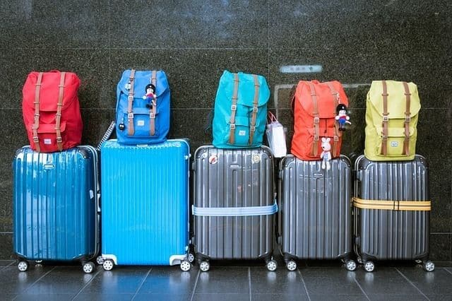 packing hacks to travel lightly